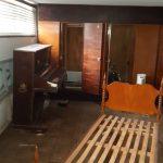 Musa 20 segundo quarto no subsolo, na sala